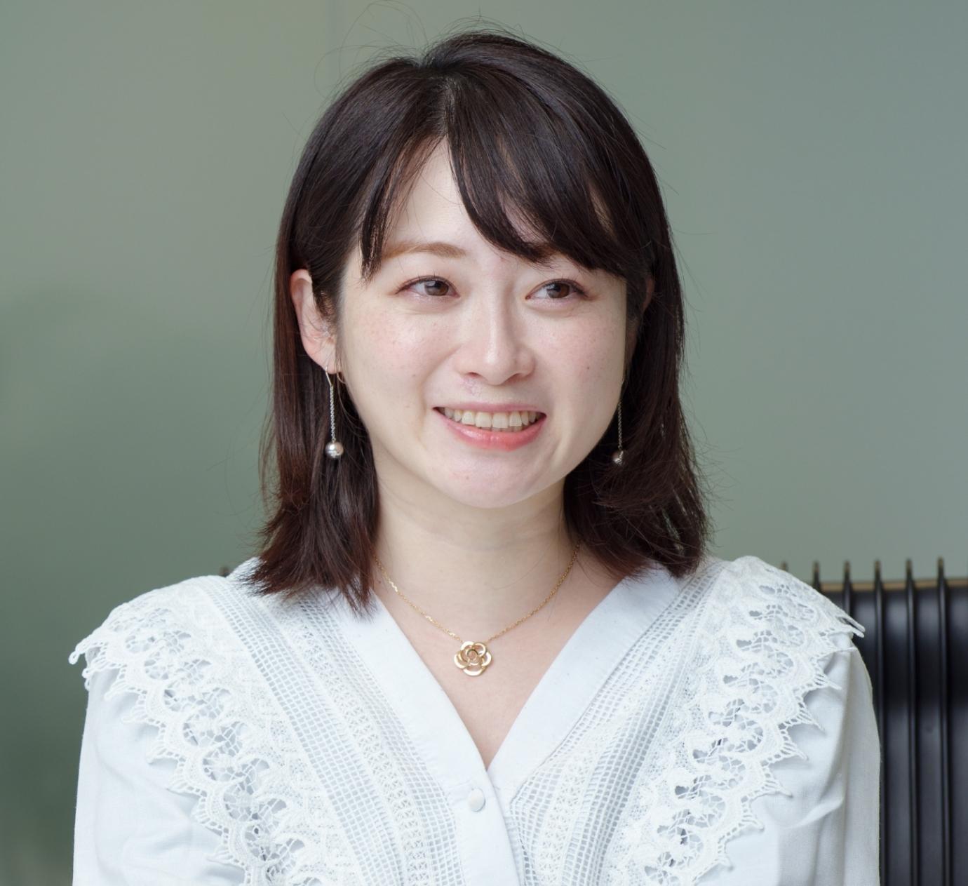 ラーメン評論家でありながら企業の広報、ライブ配信アプリ17Live(イチナナライブ)のトップライバーとしても活動中の本谷亜紀さん