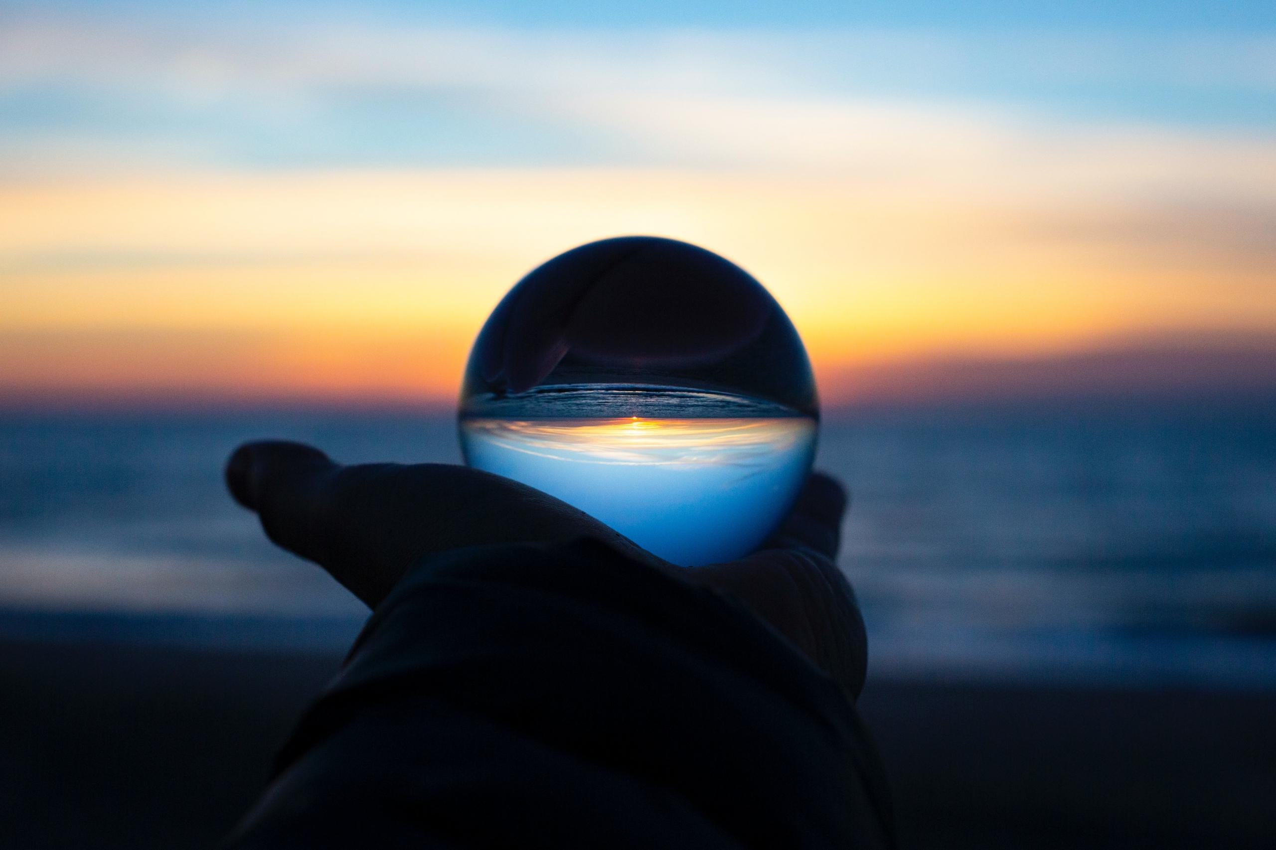 海に浮かぶ光