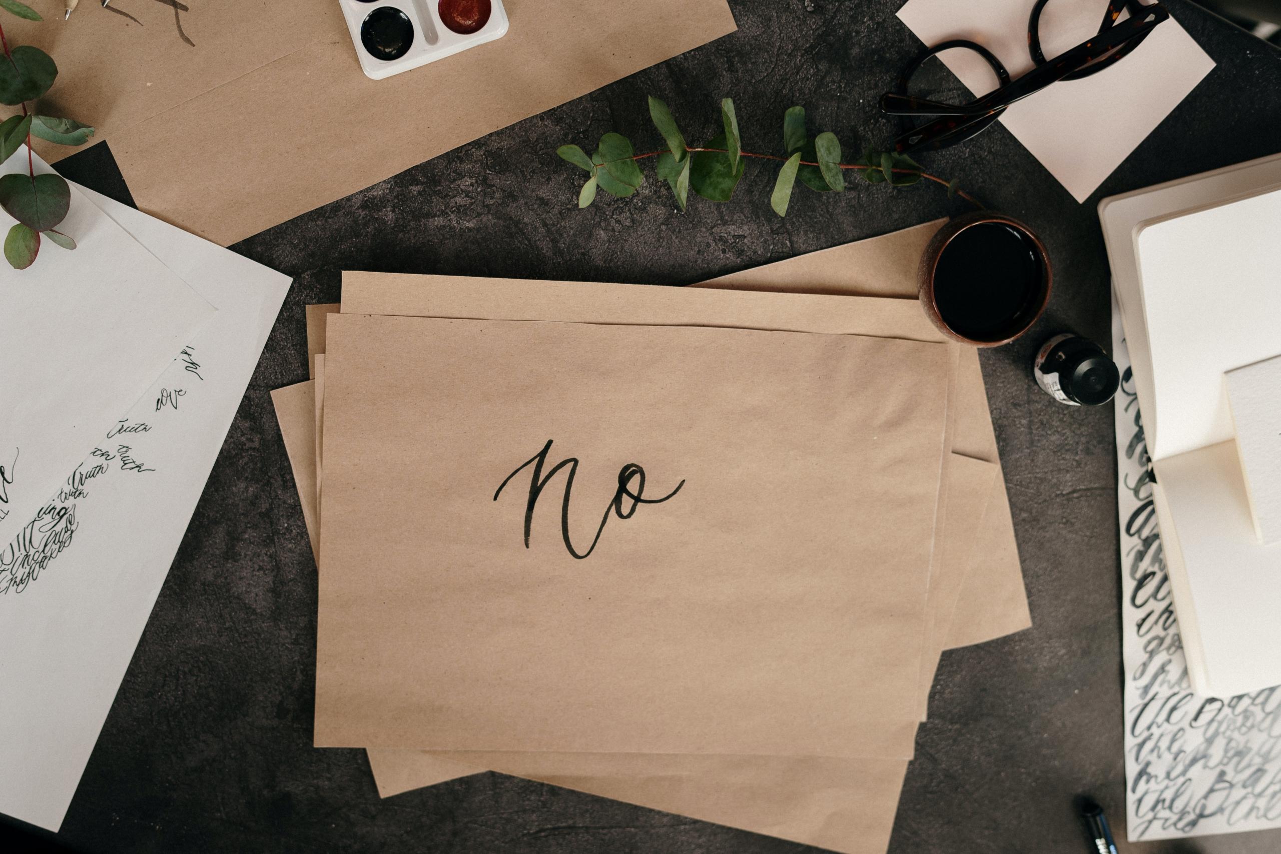Noと書かれた紙